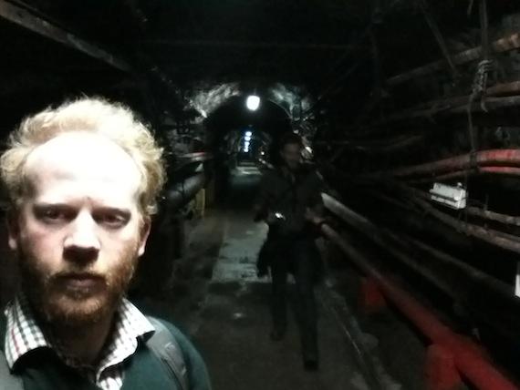 Autor Moritz Metz in einem Tunnel im Felsen von Gibraltar
